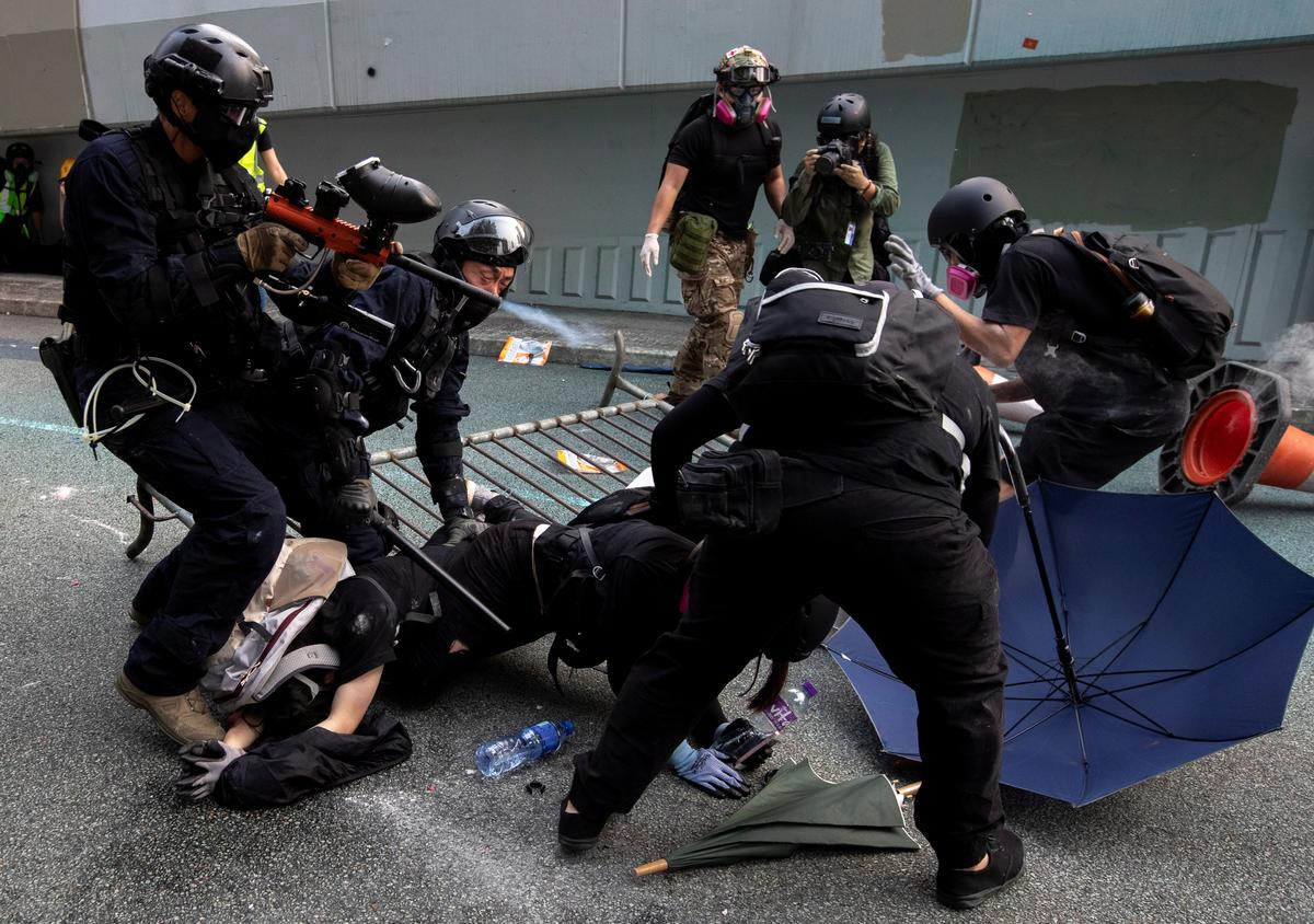 Die polisie in Hongkong het die riglyne vir die gebruik van geweld in betogings verslap: dokumente