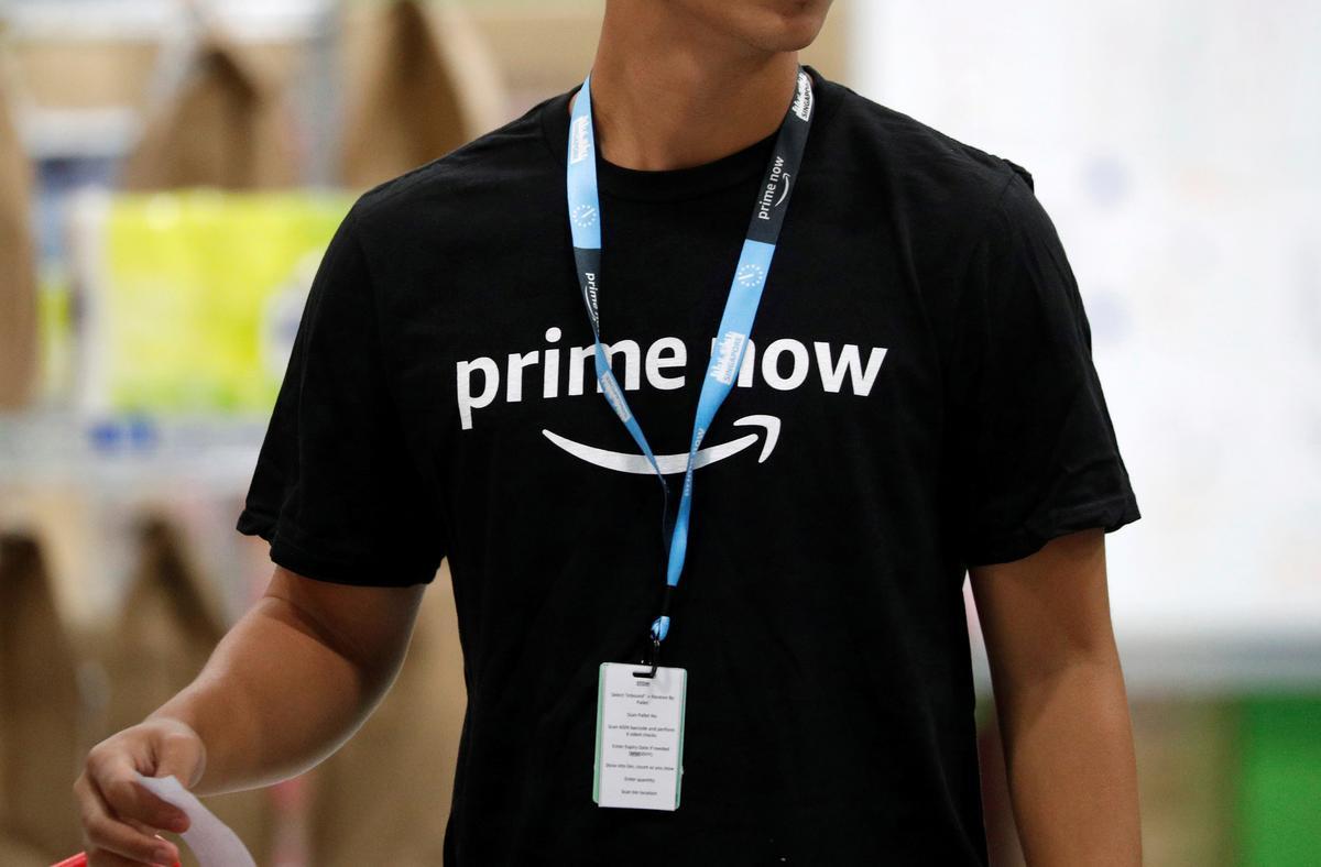 Amazon loods groter plaaslike aanlynwinkel in Singapoer
