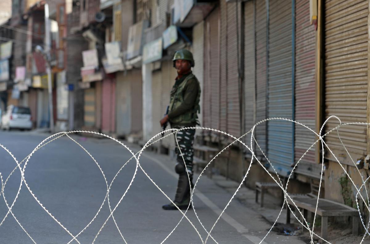 Indië sal twee maande ná die ineenstorting reisadvies oor Kashmir ophef