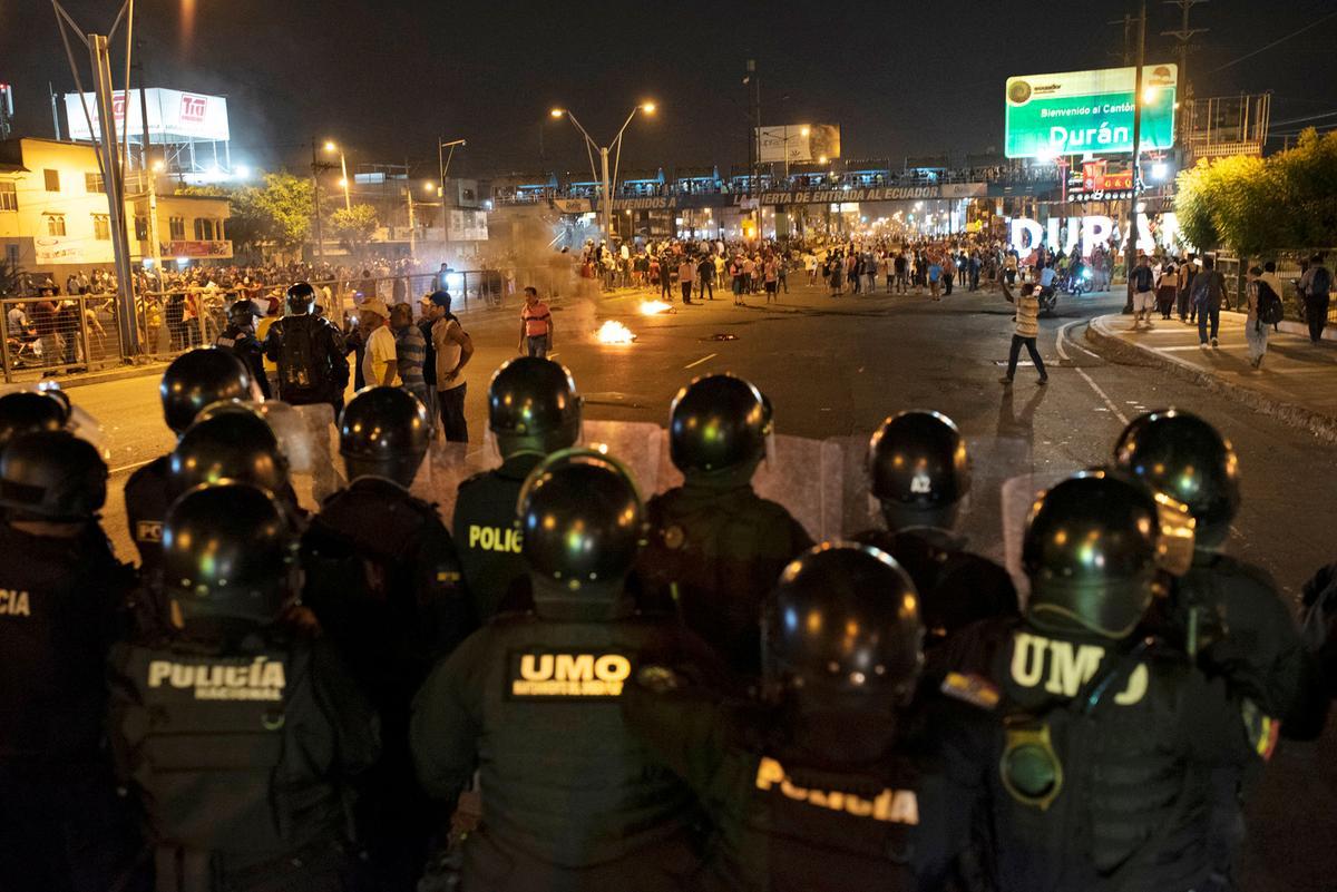 Protes getref Ecuador soek buitelandse bemiddeling, hervestig die regering