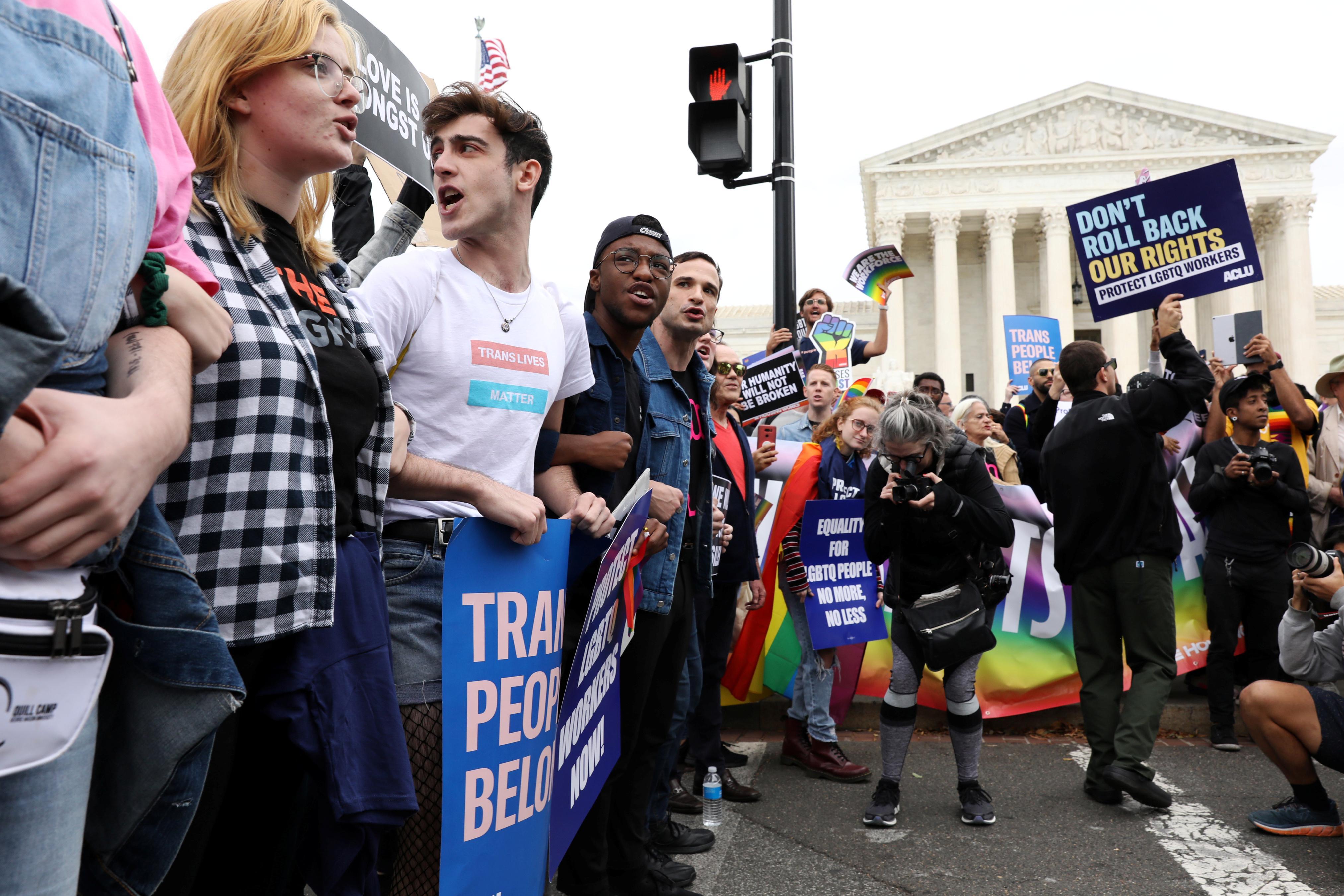 La Cour suprême des États-Unis est divisée sur la protection de l'emploi des LGBT; Gorsuch pourrait être la clé