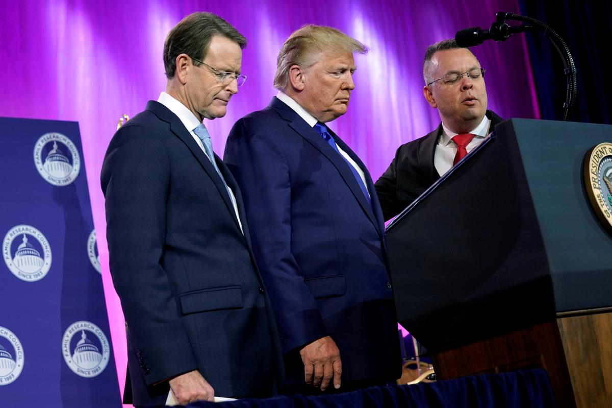 In campaign stop with evangelical Christians, Trump defends his...