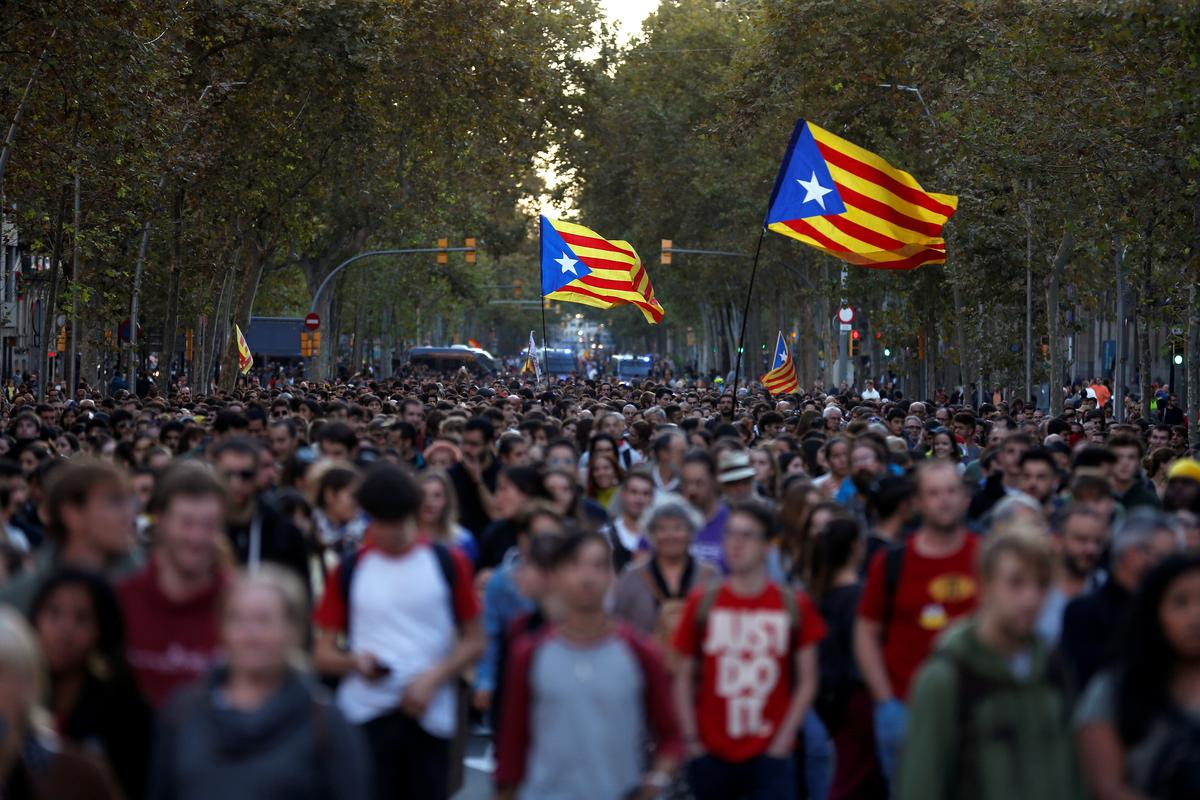 Catalans keep up pressure for split from Spain with second day of protests