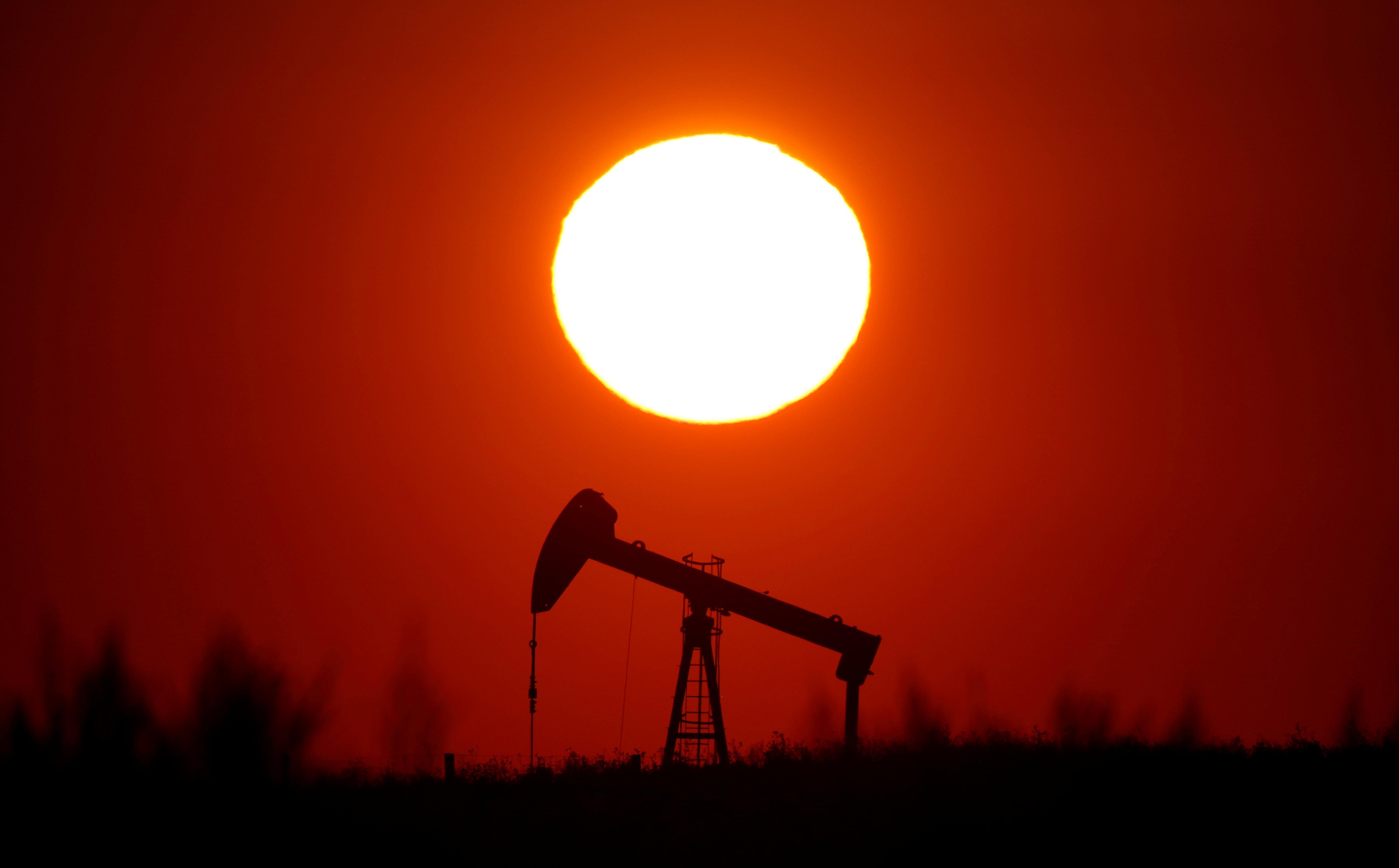 Oil rises 1.4% on hopes OPEC will extend supply cuts, weaker U.S....
