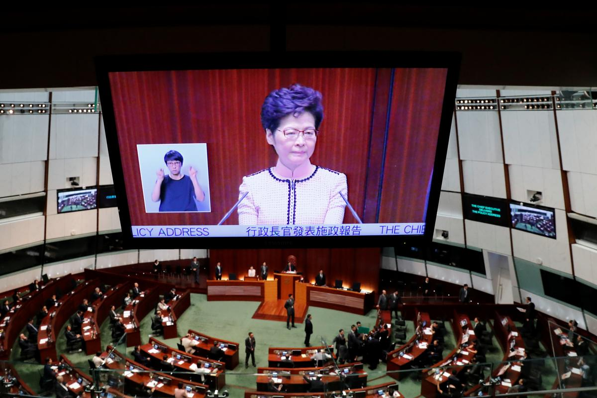 Jeers force Hong Kong leader to abandon address with no olive...