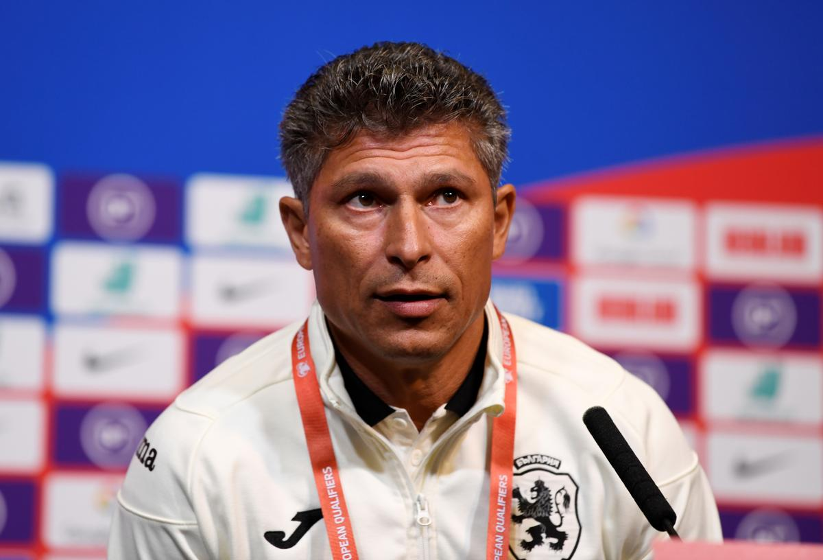 Bulgaria coach apologizes to England over racist chants