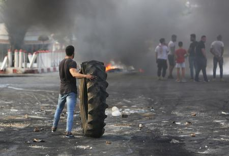 UPDATE 3-Protests grip Lebanon demanding government resigns