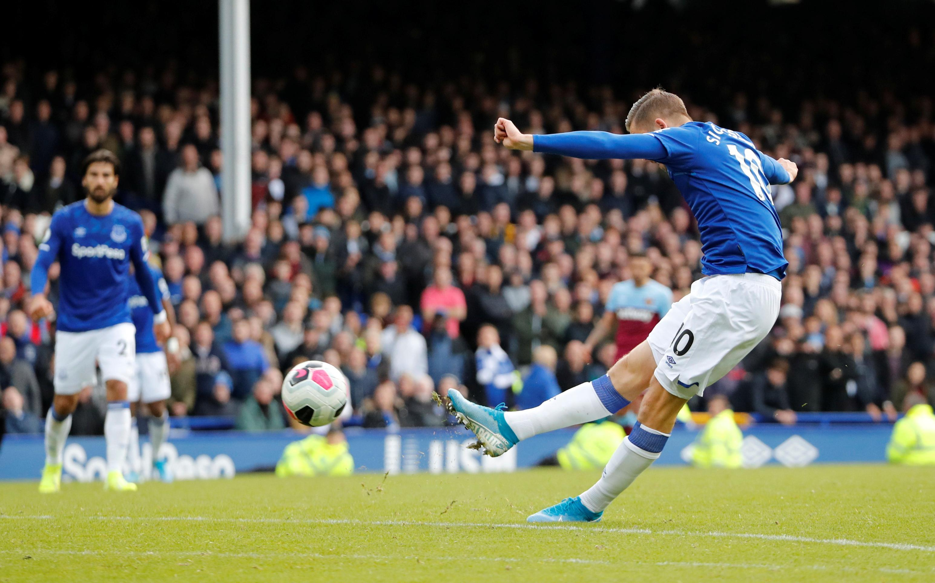 Resurgent Everton outclass West Ham to end losing run