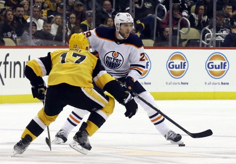 NHL roundup: Isles win 9th straight on Varlamov's shutout