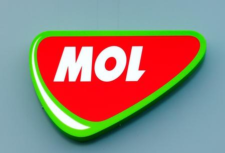UPDATE 2-Hungary's MOL buys Chevron stake in Azeri oilfield for $1.57 bln