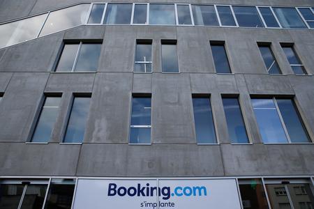 UPDATE 1-U.S. Supreme Court to consider blocking Booking.com trademark