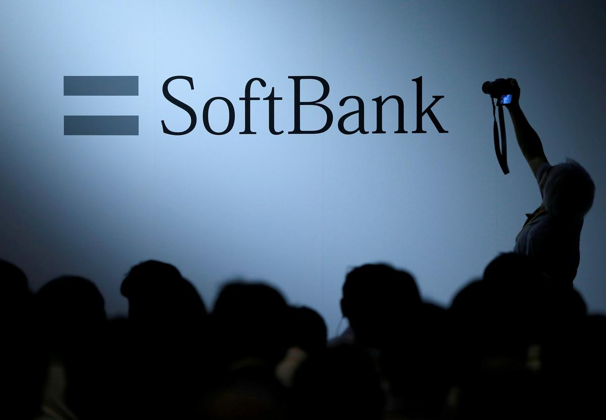 SoftBank to create $30 billion tech giant via Yahoo Japan, Line Corp deal