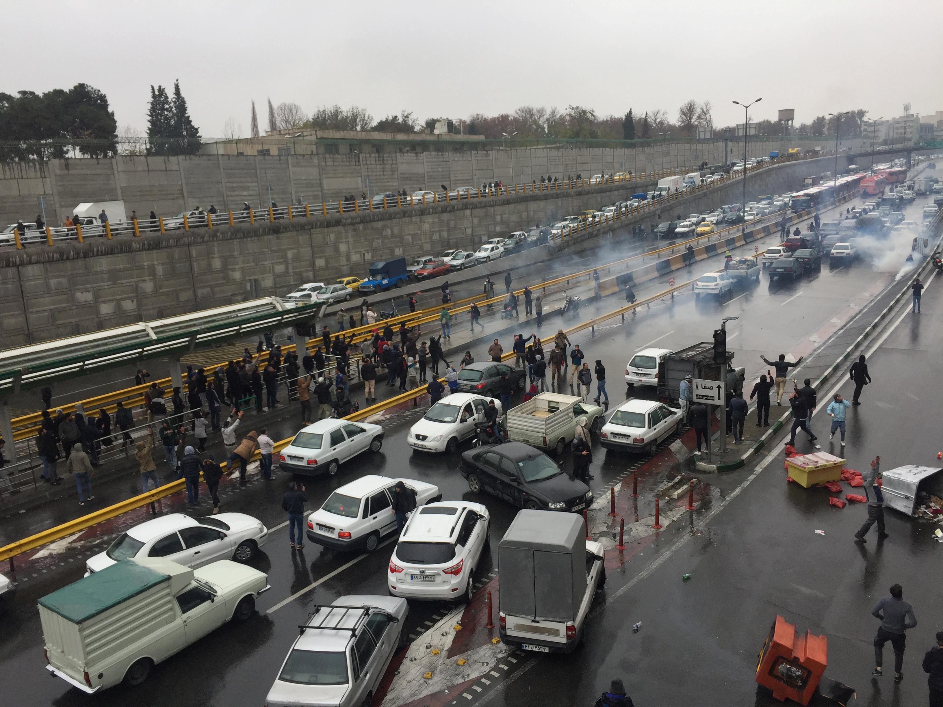 Iran's Guards warn of 'decisive' action if unrest continues