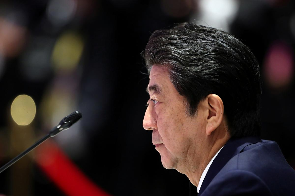 Japan's Abe says South Korea made strategic choice in keeping intelligence-sharing pact
