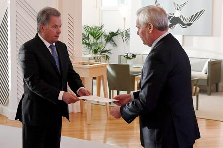 UPDATE 4-Finland's PM resigns after losing trust of coalition partner