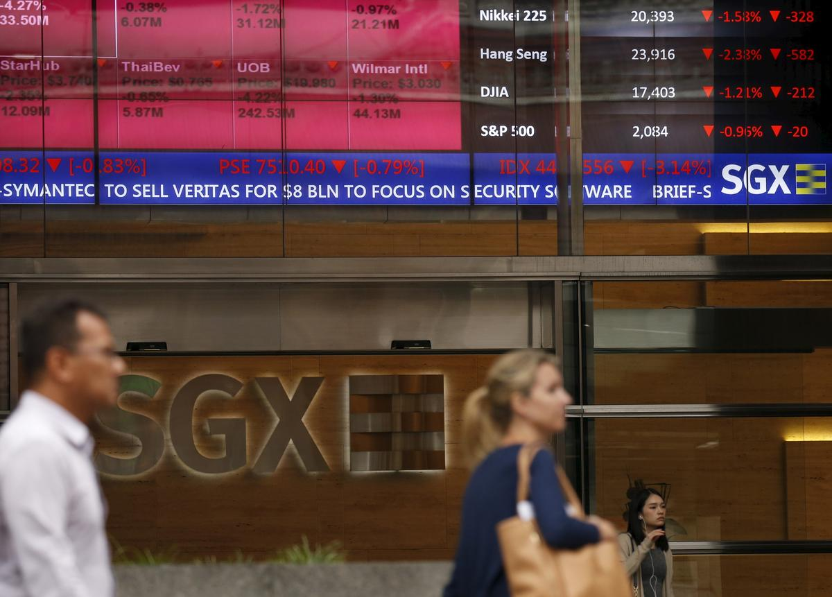 Asian shares slide as Trump raises specter of longer trade war