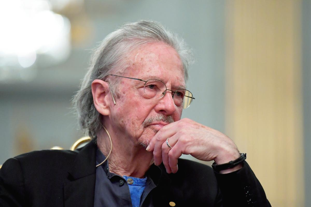 Defiant Nobel winner Handke dismisses questions on Balkan wars