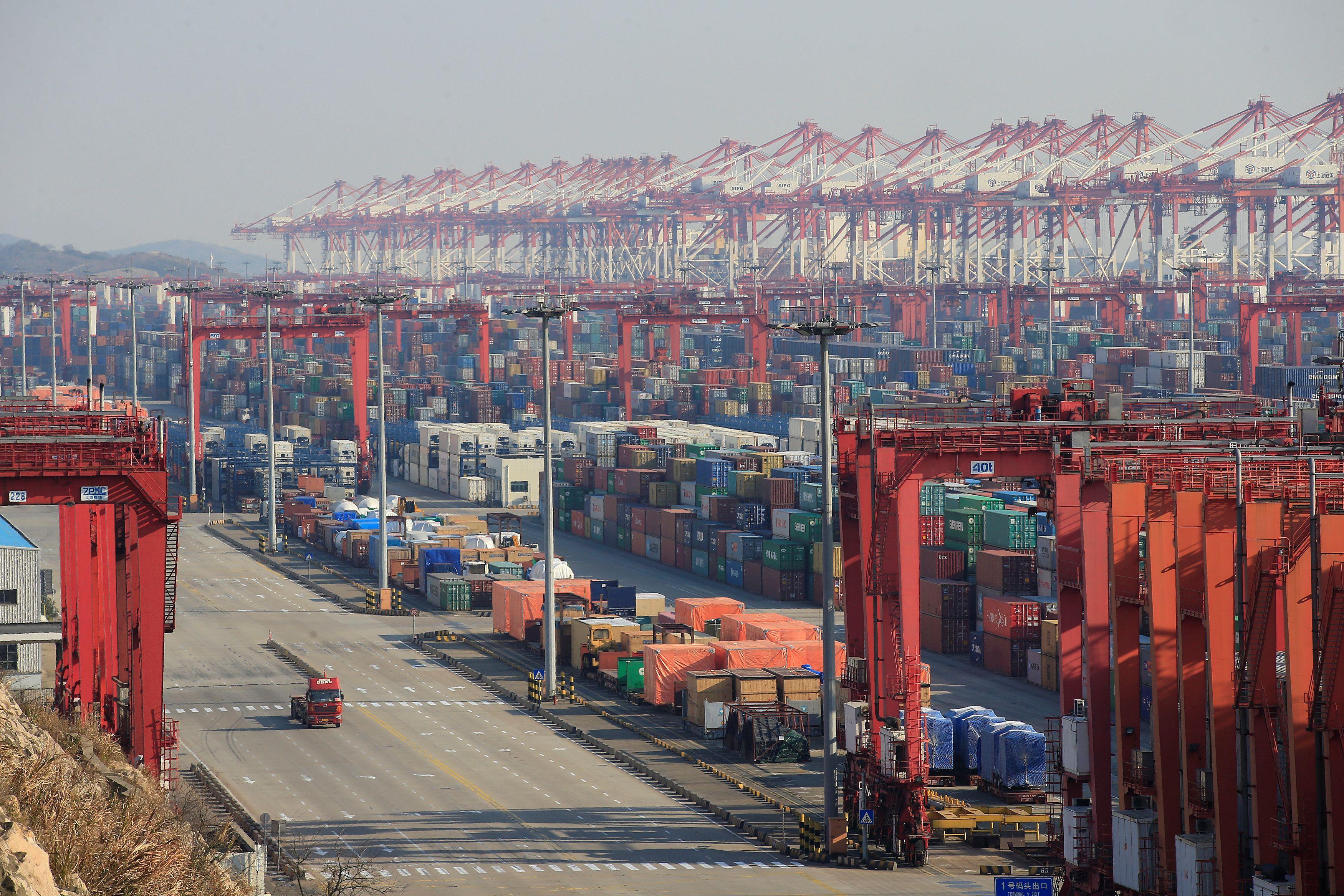 L'accord commercial entre les États-Unis et la Chine réduit les tarifs douaniers pour la promesse de Pékin d'achats de grandes exploitations agricoles