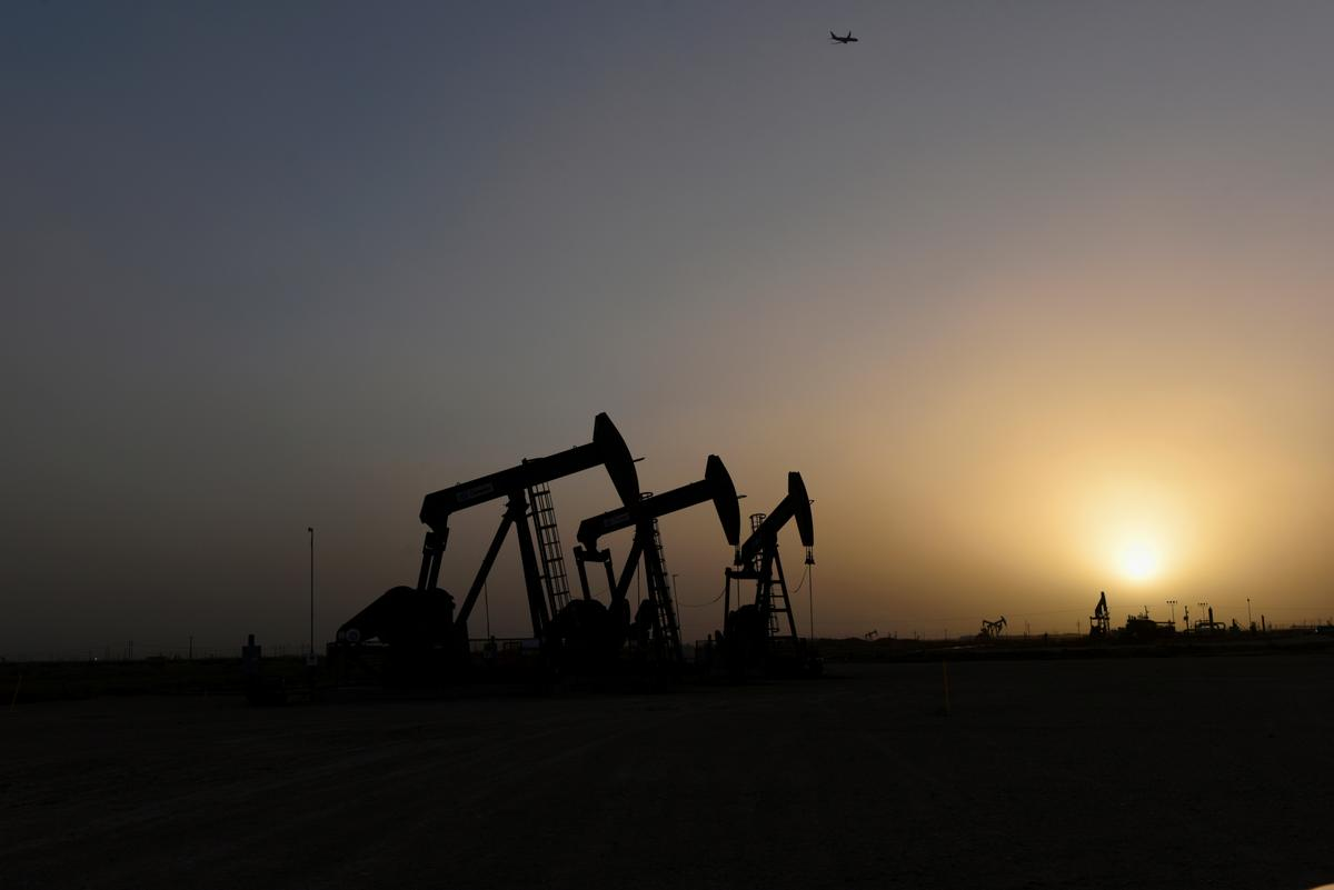 Oil steadies as market ponders Iran's next move