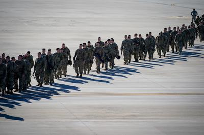 U.S. Army paratroopers deploy to Mideast