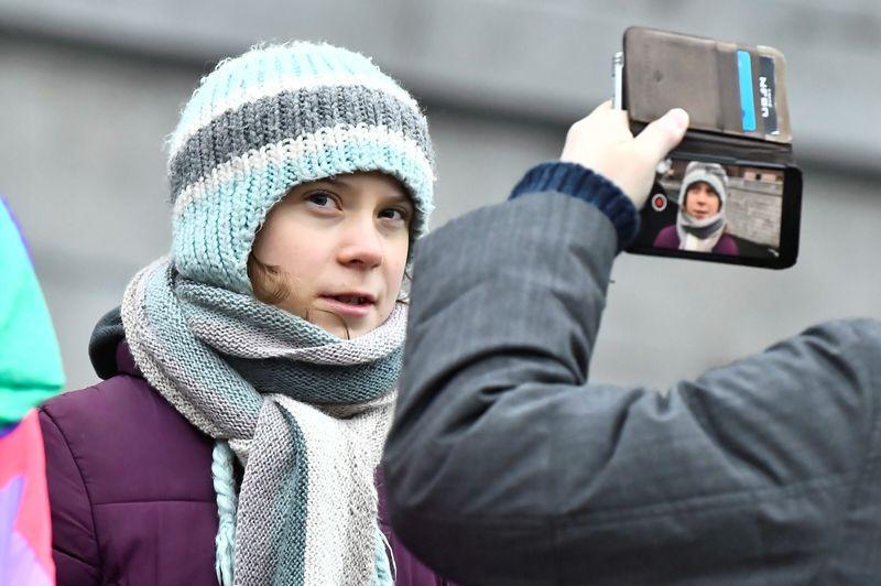 Greta Thunberg calls on Siemens to review Australia coal project