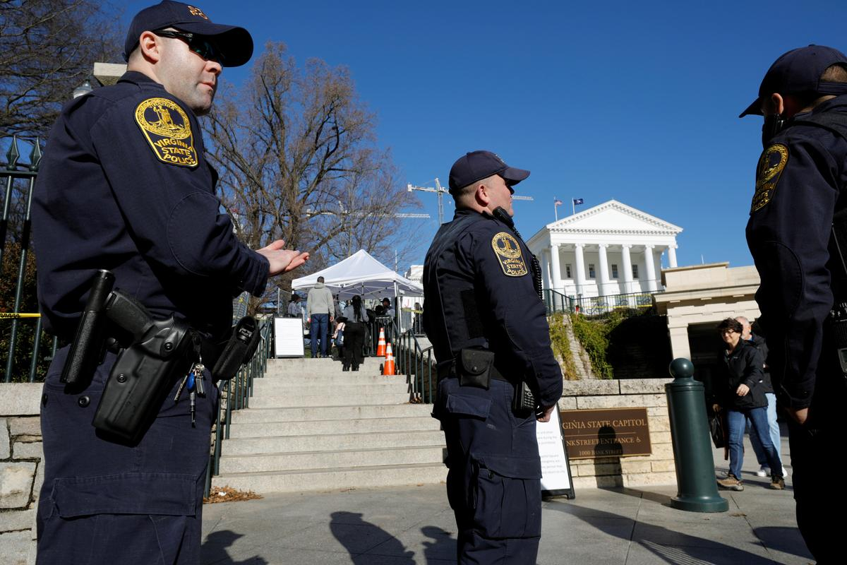 Vows of peace, fears of violence at Virginia gun rally