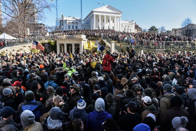 Thousands of armed U.S. gun rights activists join peaceful Virginia rally