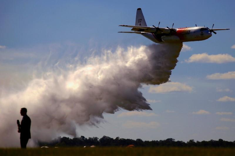 Canadian waterbomber plane crashes while fighting Australia...
