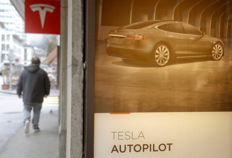 U.S. senator slams Tesla's 'misleading' name for Autopilot driver assistance system