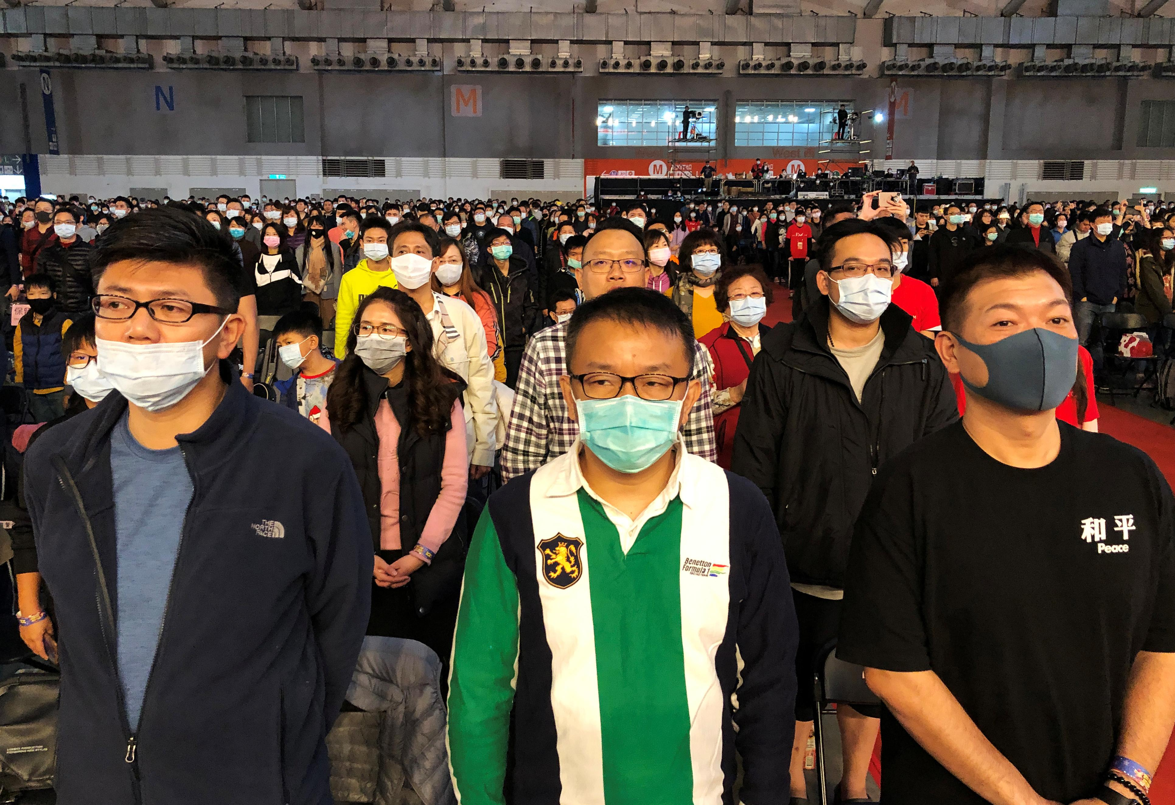 Taiwan offers virus help to China but tightens visitor rules