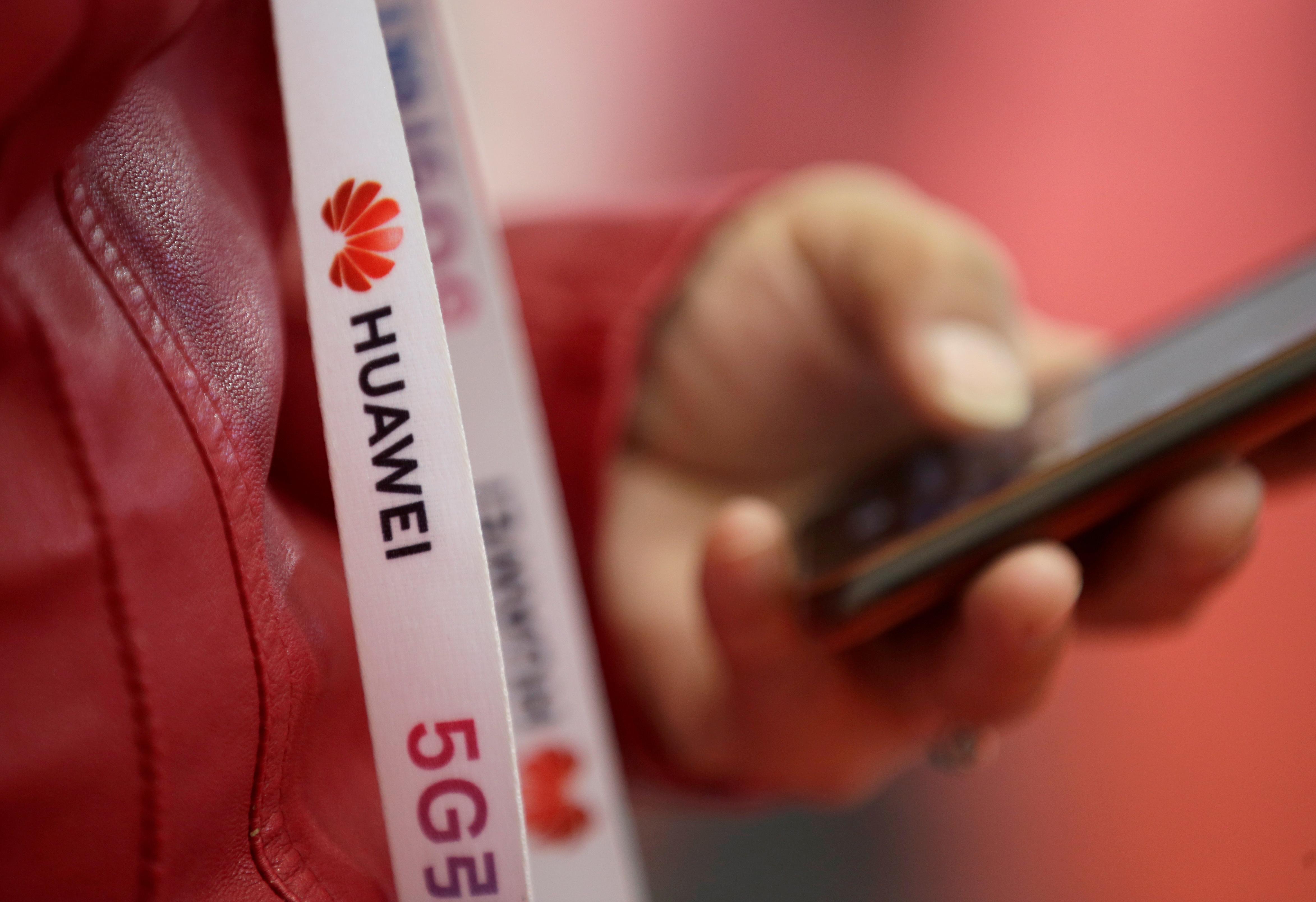 Le choix de Johnson: la Grande-Bretagne fait face à un test politique sur le rôle du Huawei 5G