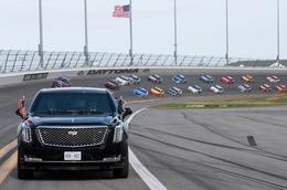 Trump kicks off Daytona 500 with limo lap