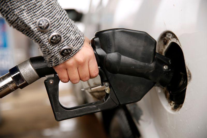 U.S. gasoline prices rise as fire, outages hit six refineries