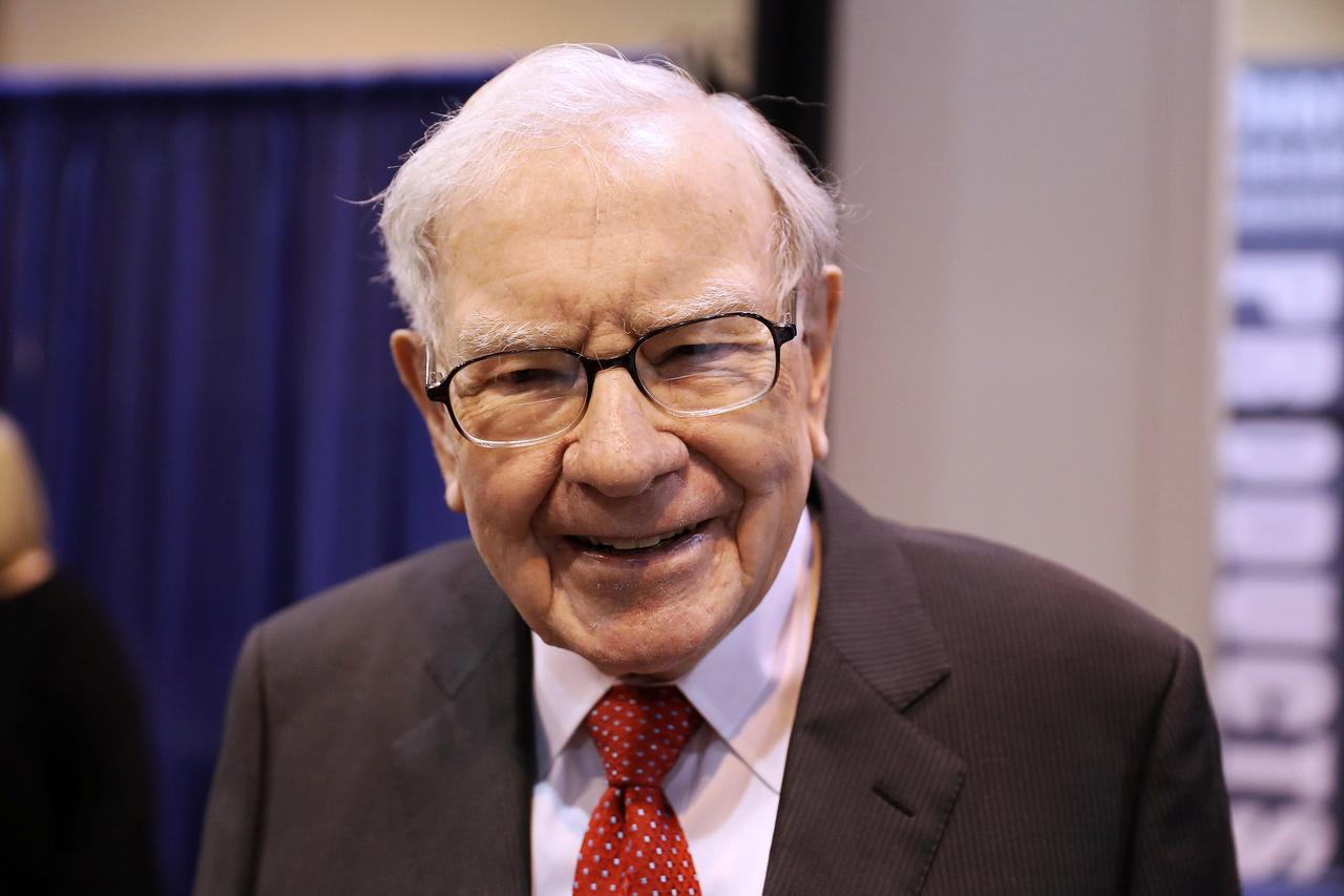 Warren Buffett calls coronavirus outbreak 'scary stuff,' but says he won't  be selling stocks - Reuters