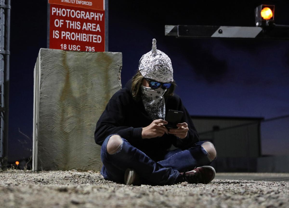 Republicans look to drop domestic spying on U.S. phones, texts