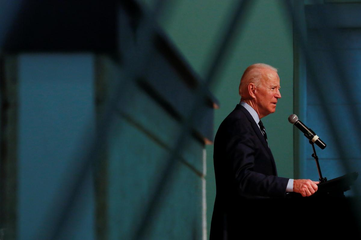 Biden lands key endorsement, Sanders touts momentum as Democrats campaign in South Carolina