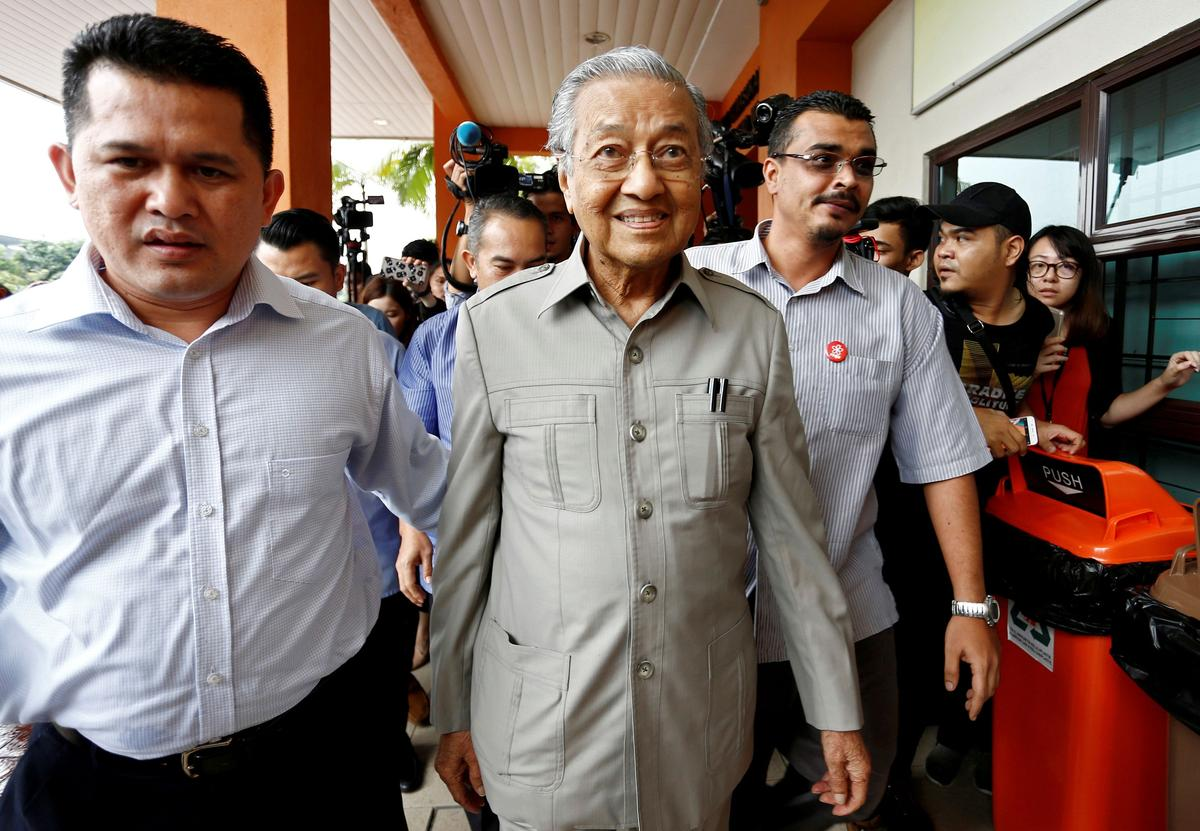 Malaysia's king summons Mahathir amid showdown with Anwar for PM
