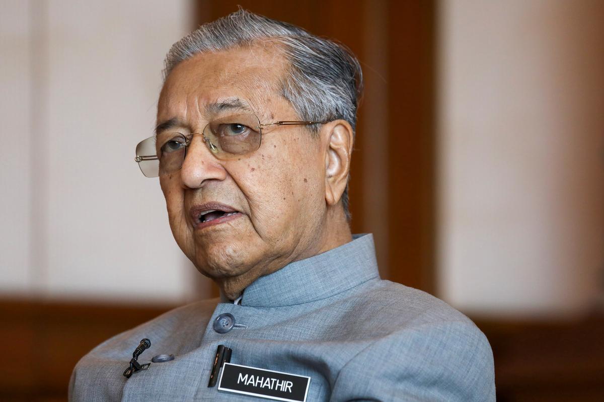 Malaysian rivals Mahathir and Anwar ally again in bid to end crisis