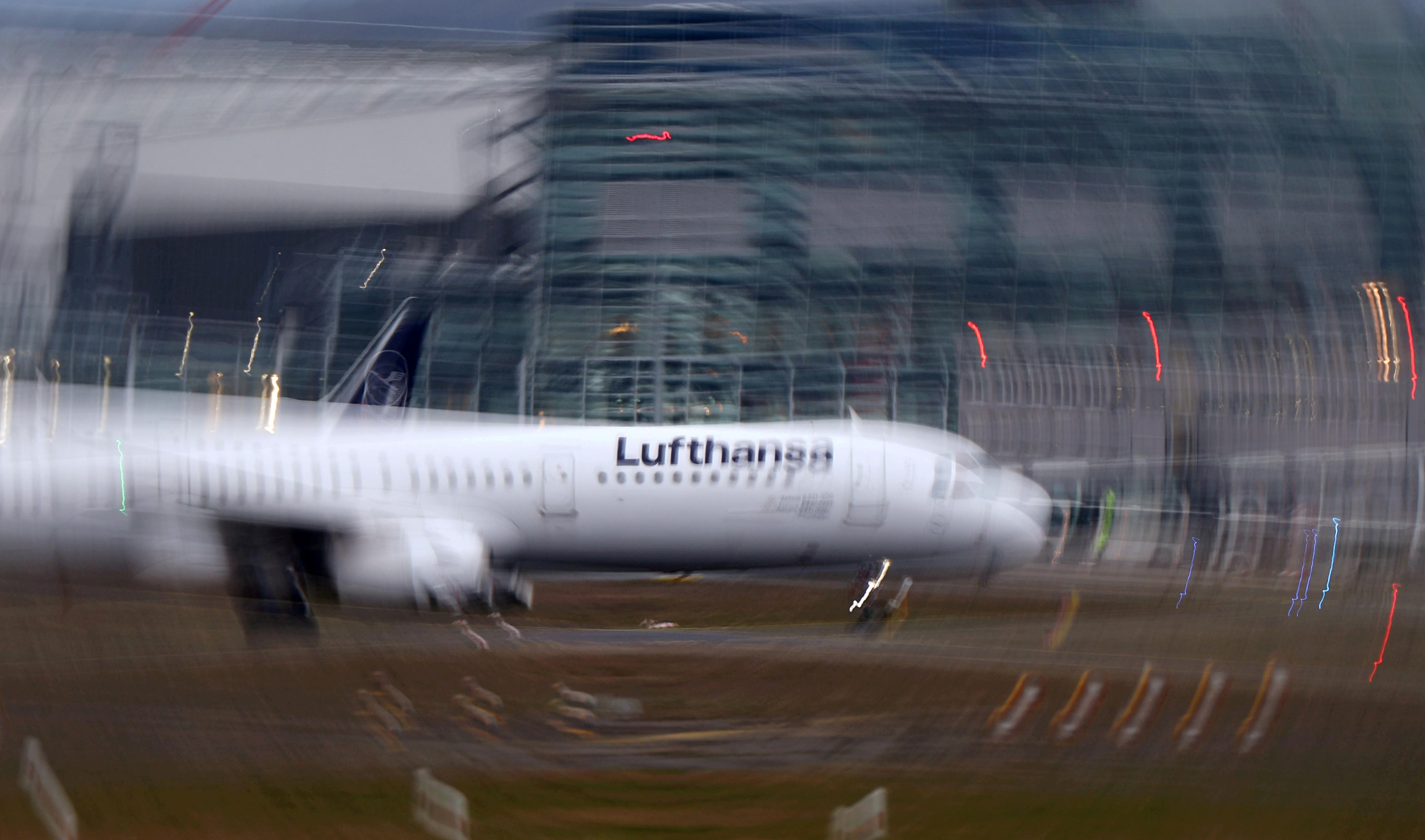 Lufthansa slashes flights as coronavirus hits bookings