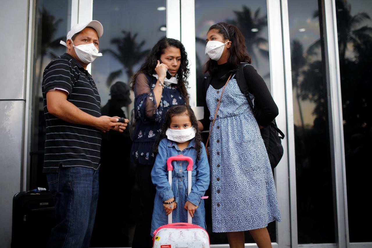 Resultado de imagen de Mexico rejects El Salvador accusations it let coronavirus patients board plane