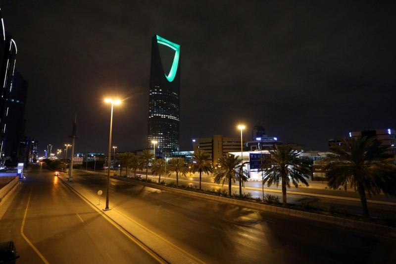 Saudi tightens coronavirus curfew; travellers stranded in UAE