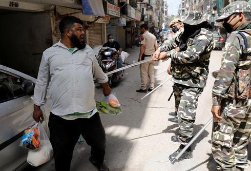 India's 1.3 billion people under lockdown