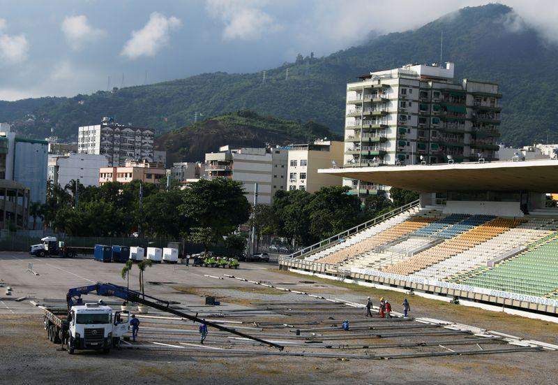 Maracana stadium transformed as work begins on Rio field hospital ...