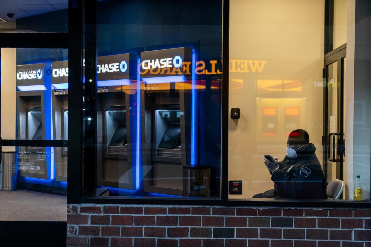 U.S. borrowers struggle to get coronavirus relief from big banks