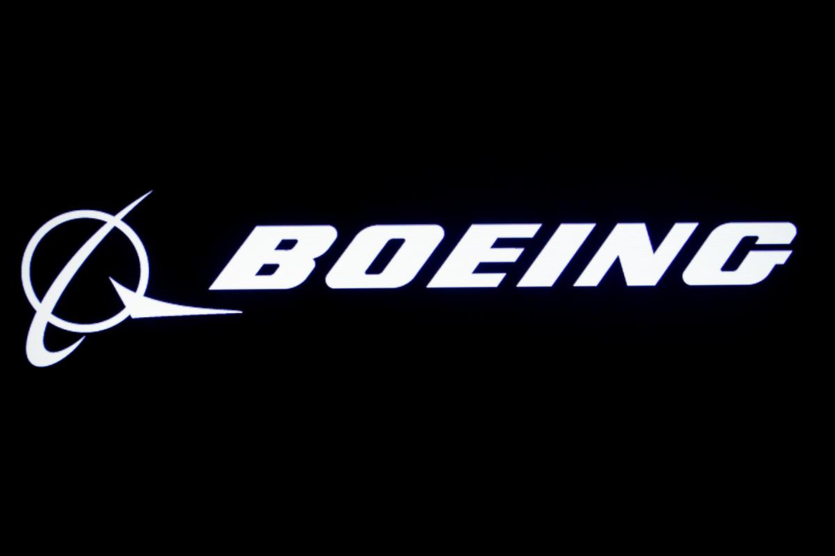 U.S. Air Force to release $882 million to Boeing: official
