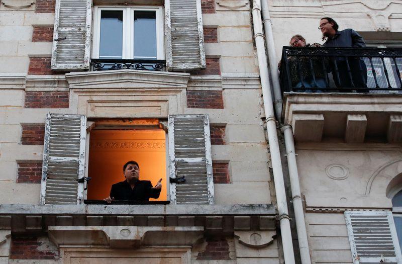 Birdsong and clear views: coronavirus lockdown clears Paris pollution