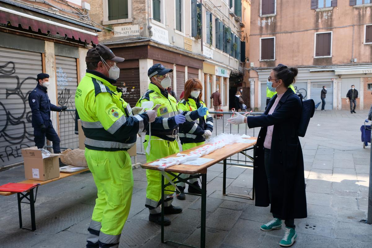 Italy coronavirus death toll rises by 681, intensive care falls