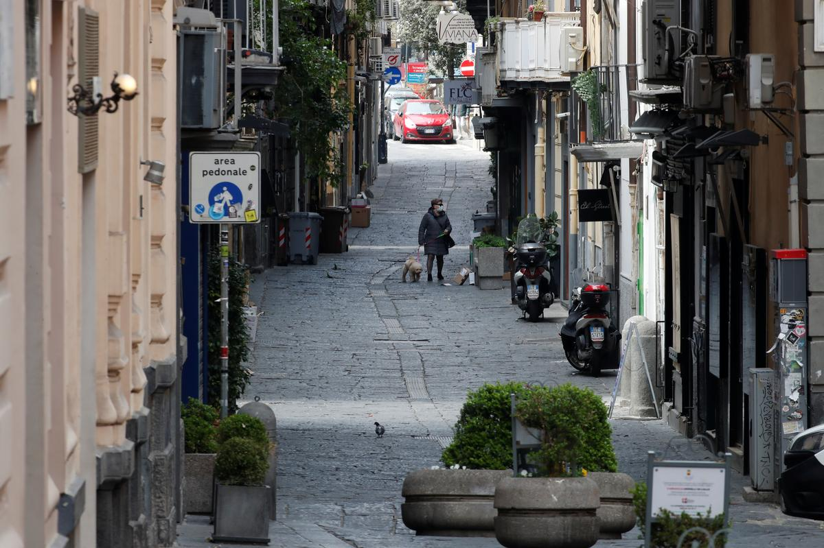Italy reports 525 new coronavirus deaths, slowest rise in over two weeks