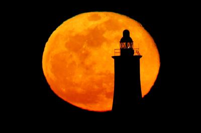 Spectacular views of the pink supermoon