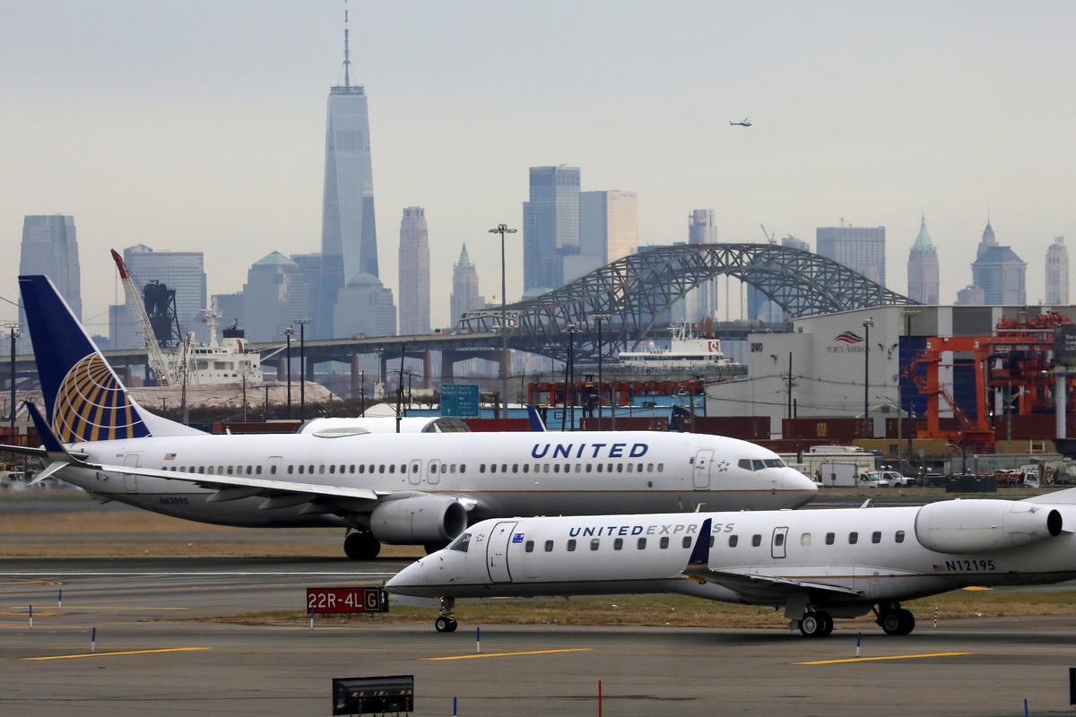 United Airlines sees first-quarter $2.1 billion pretax loss as coronavirus hits LatAm investments